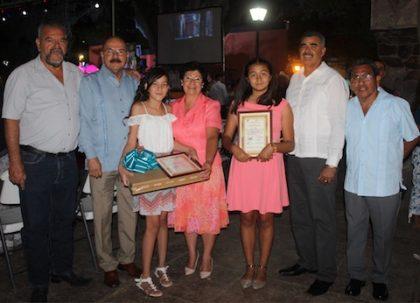 Foto 1-Entrega de Reconocimientos por parte del Comité Organizador a las personalidades destacadas de la comunidad de San Ignacio.