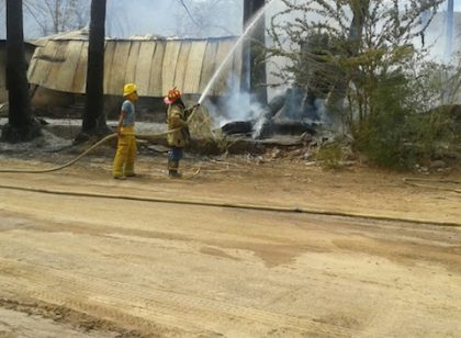 Foto 2-Incendio en Santa Agueda, una vivienda con pérdida total.