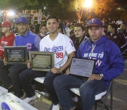 Foto 1-Beisbolistas firmados por equipos de las grandes ligas.