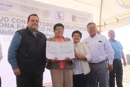 Foto 3-Entrega de certificados de primaria y secundaria