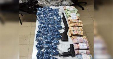 Militares aseguran más de 762,000 pesos, armas y drogas en Mulegé; se rescató a una persona